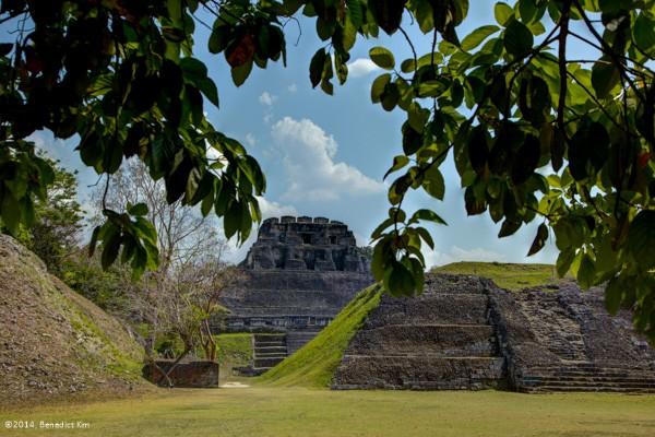 Far shot of El Castillo