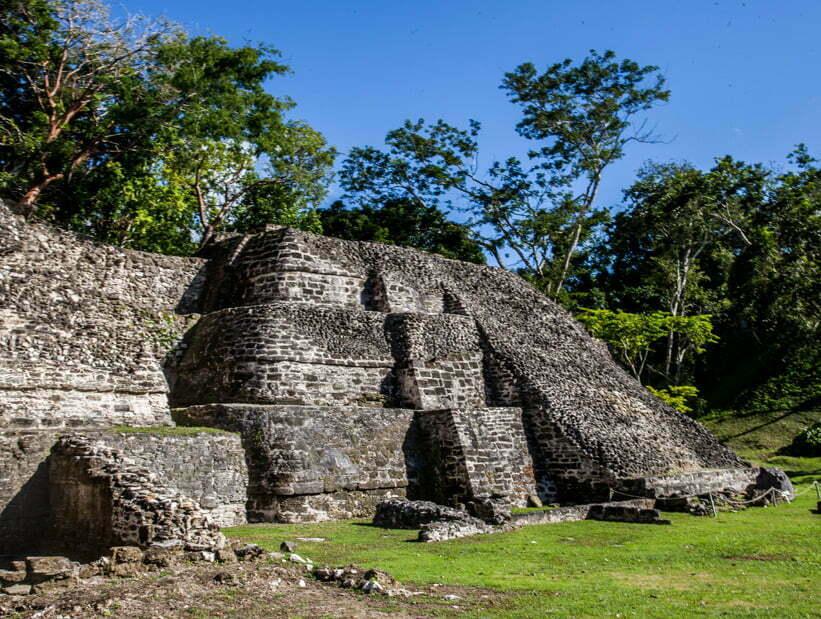 xunantunich east temples